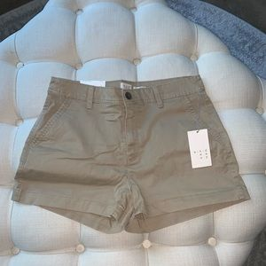 👩🌾 chino shorts 👩🌾